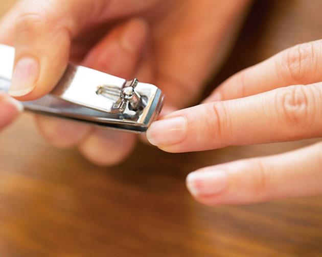 週末おこもりで女子力アップ!基本のお手入れ法でピカピカつるつる爪に  | FRaU