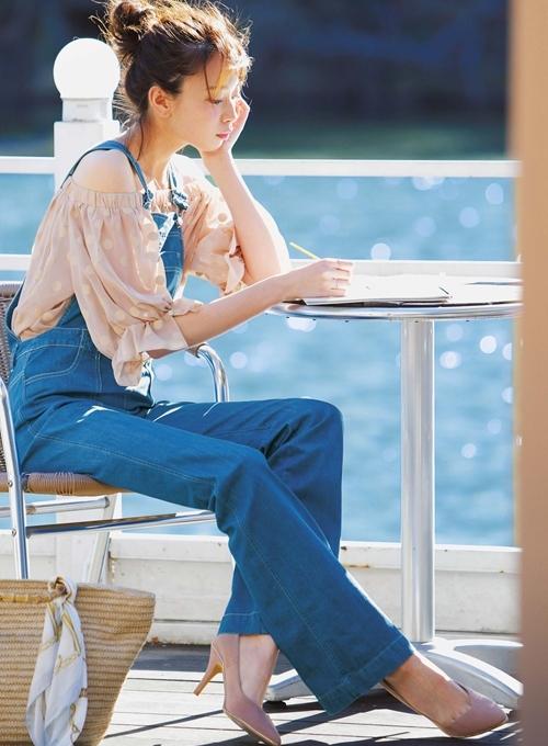 サロペット×透けトップスでとびきり可愛いレトロスタイルに大変身[宮田聡子] [with]