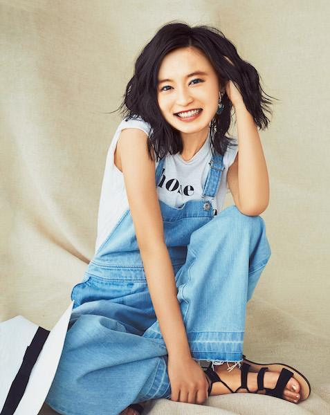 """小島瑠璃子さんの理想コーデは""""1枚ですべて解決できるTシャツ"""" [with]"""