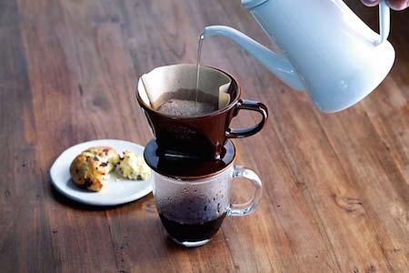 2.コーヒーを淹れる。