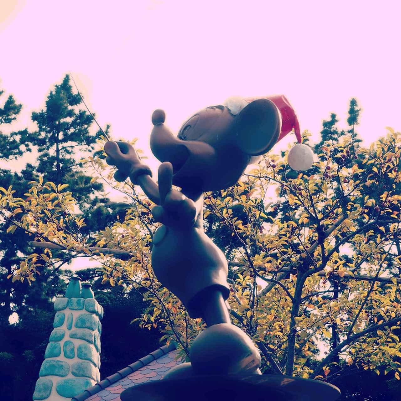 クリスマスイベント開催中の東京ディズニーランド。インスタ映えする撮影スポット10選  [FRaU]
