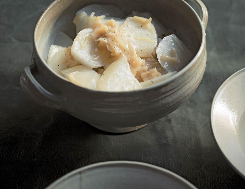貝柱の濃厚な旨みを味わう「大根と干し貝柱の煮物」レシピ  [FRaU]