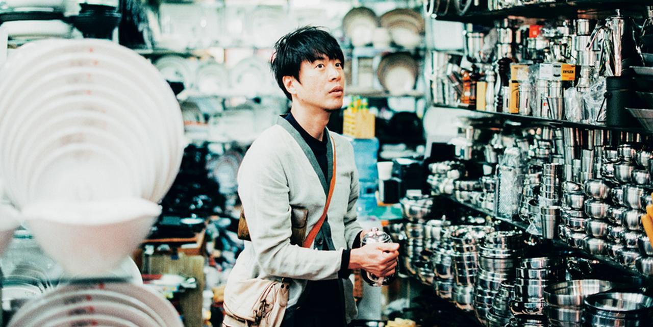 現地のムードを味わう!コウケンテツが案内する韓国市場巡り [FRaU]