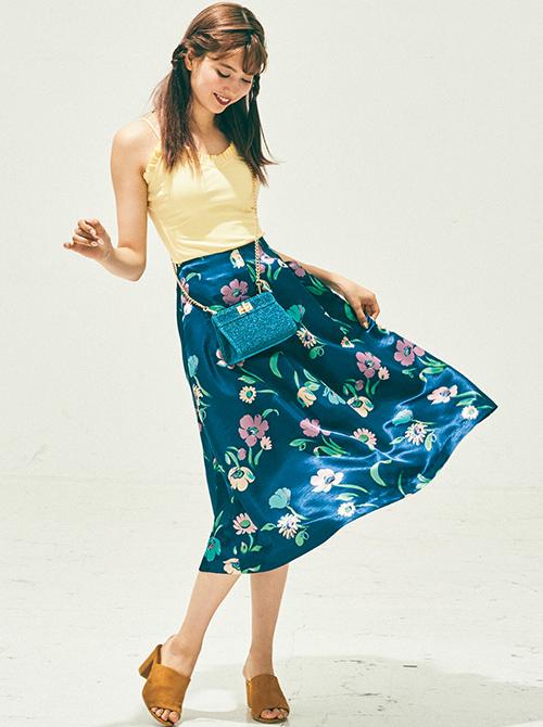 キャミ×花柄ミディ丈スカート