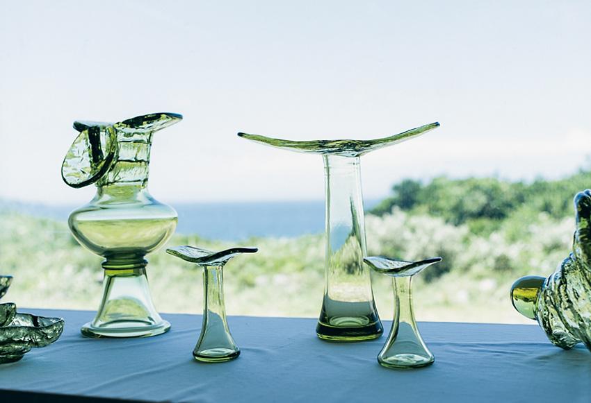 オリーブグリーンが美しい! 新島ガラスを手に入れよう