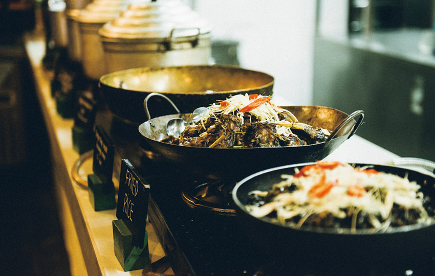 選ぶのが楽しい!ベトナム料理が勢揃いのフードコート&市場 [FRaU]