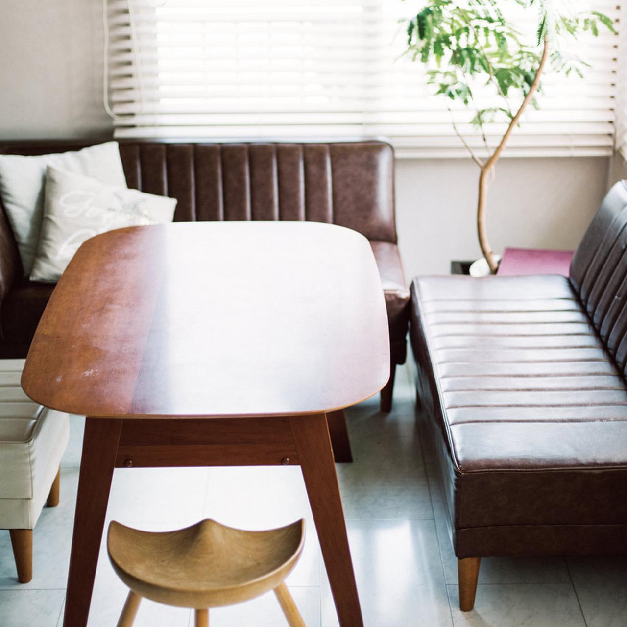 窓からの光が部屋じゅうに回る 白を基調とした空間