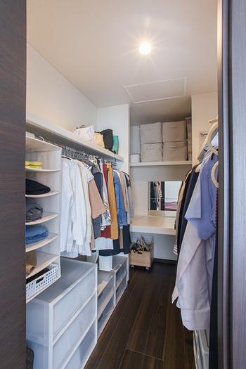 衣類の収納をすっきりさせるには、ハンガーを統一するのが近道