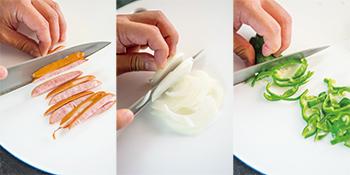 1 具材はスパゲティにからみやすい細切りに