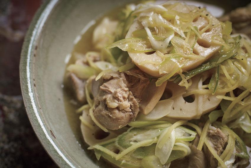 おいしく身体を温める「レンコンと鶏肉の黒酢スープ」レシピ [FRaU]