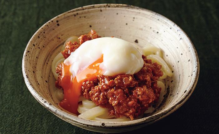 料理家・堤人美さんのスパゲッティミートソースとかま揚げうどん温玉のせ [おとなスタイル]