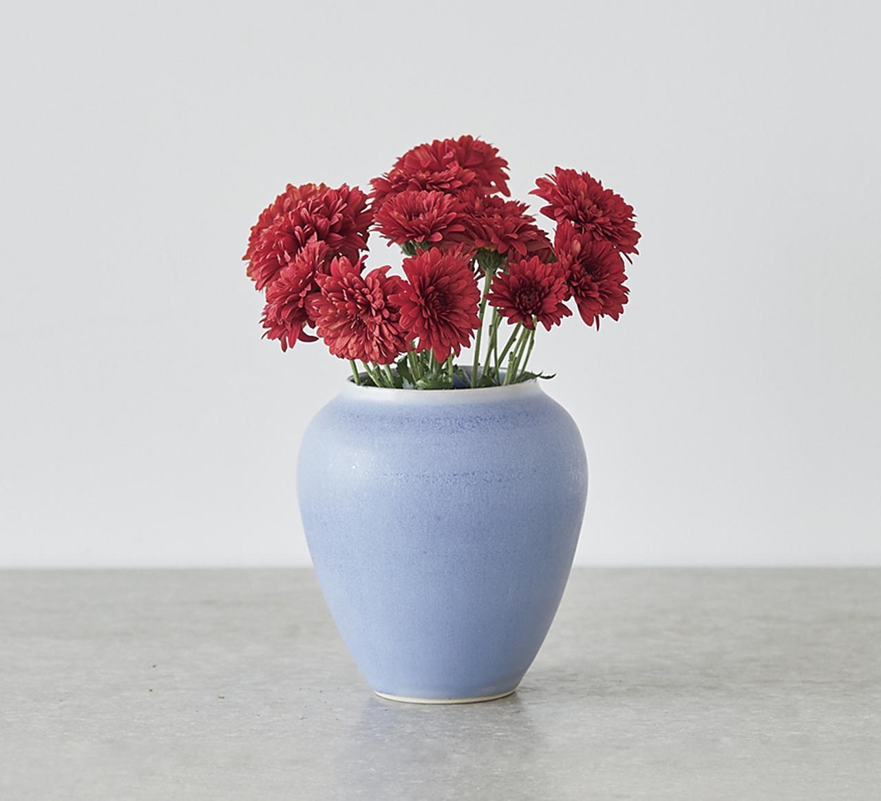 ラフに花を生けるだけで、絵になる花瓶[贅沢な日用品]