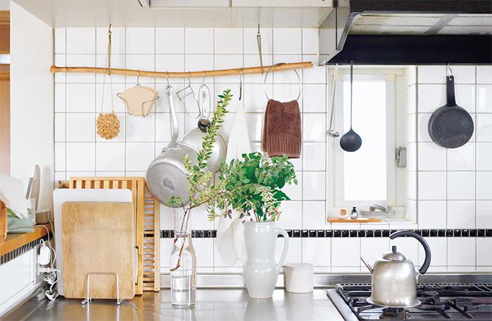 花と緑が毎日の家事を豊かに!フラワースタイリストのキッチンを拝見 [おとなスタイル]