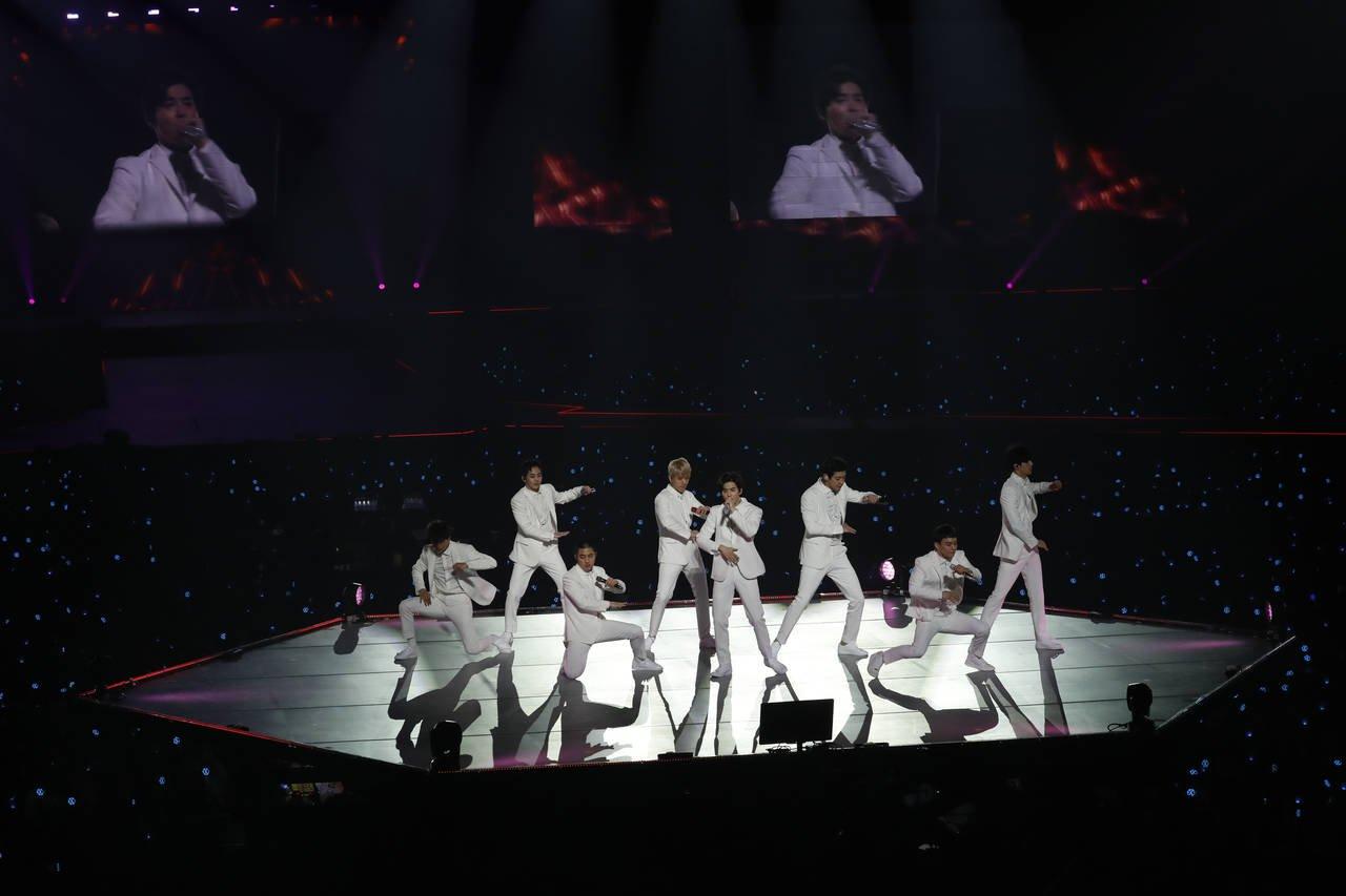 ライブは序盤から抜群の歌唱力とダンスの表現力を見せつけるシーンが満載。