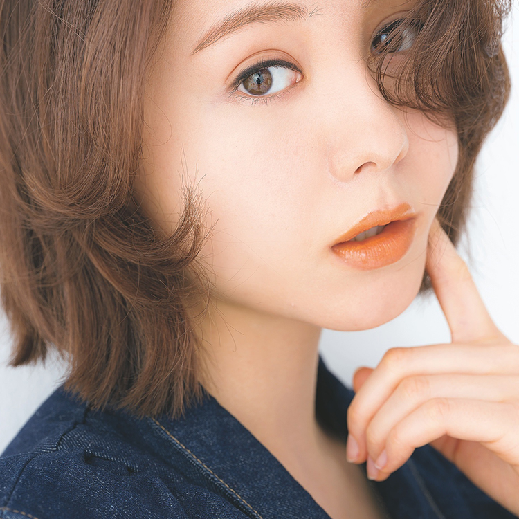 ちょっぴりレトロな唇にきゅん♡春のオレンジリップは質感がカギ [ViVi]