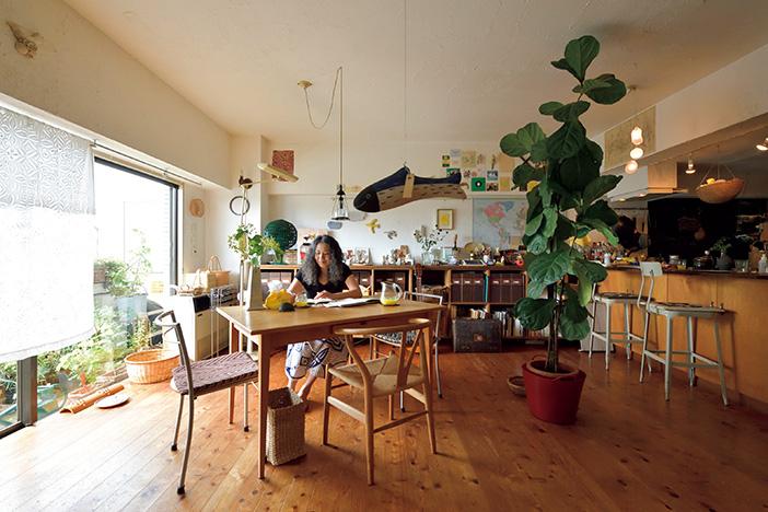 〈雑貨店主の飾るインテリア〉小さな家でも奥行ある空間を作りだす [おとなスタイル]