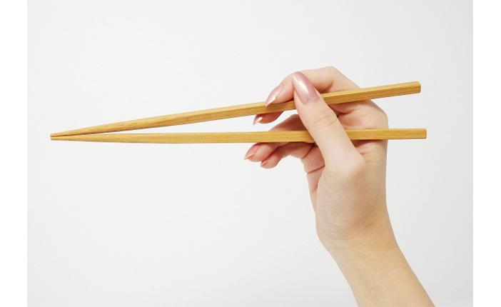 忌み箸は24種も! 知っておきたい箸遣いと食べ方のマナー [おとなスタイル]