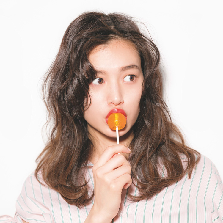 大人セクシー派の最新韓国っぽヘア☆ベルばらドライ巻き [ViVi]