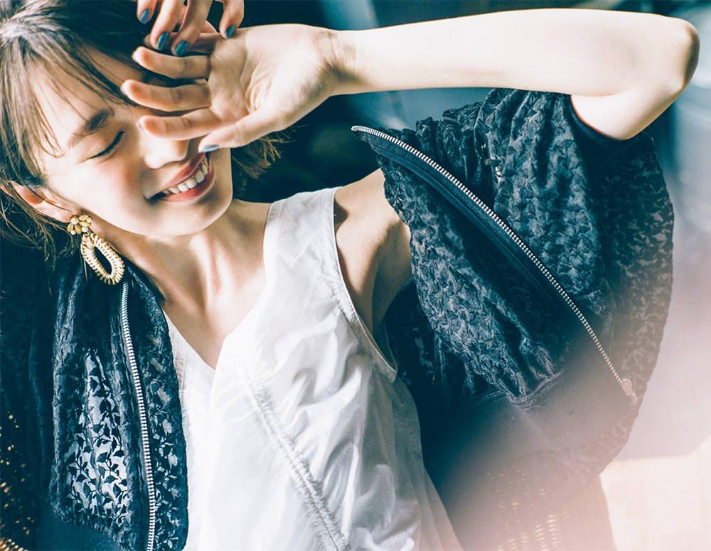 【宮田聡子】あえて、夏こそモノトーンでおしゃれに【甘い服こそ甘くない色で】[with]