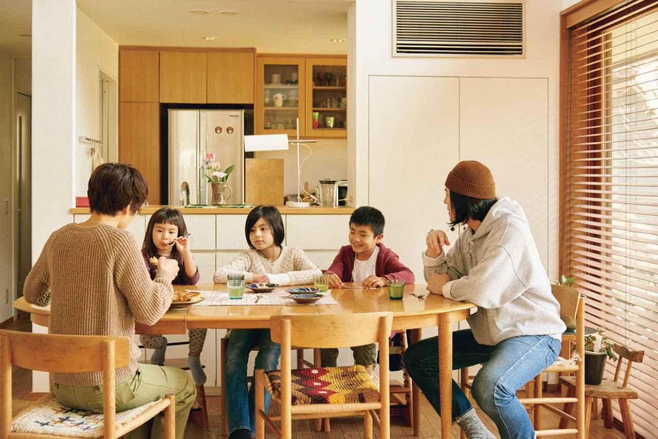 隣は親類4世代が同居。社会性を育む場所に