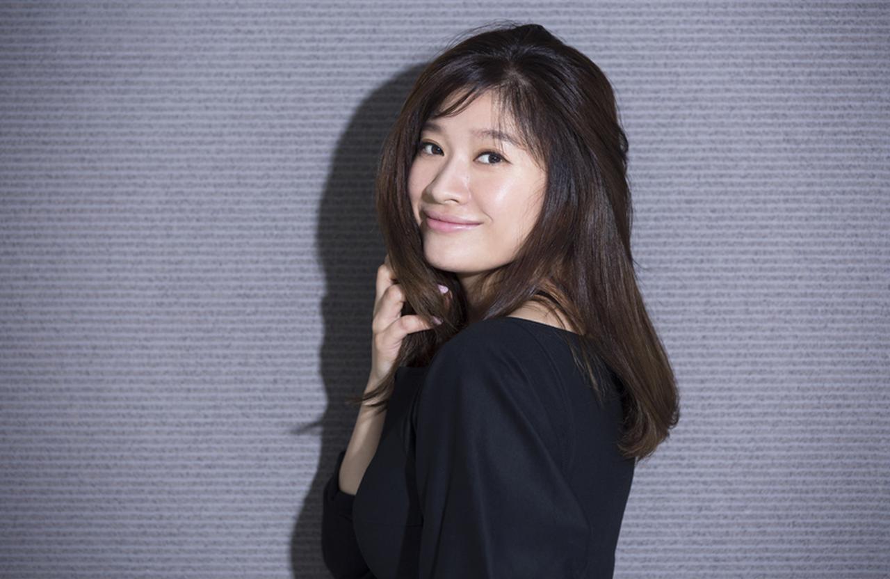 篠原涼子「舞台ならではの、セッション感を楽しみに」 [FRaU]