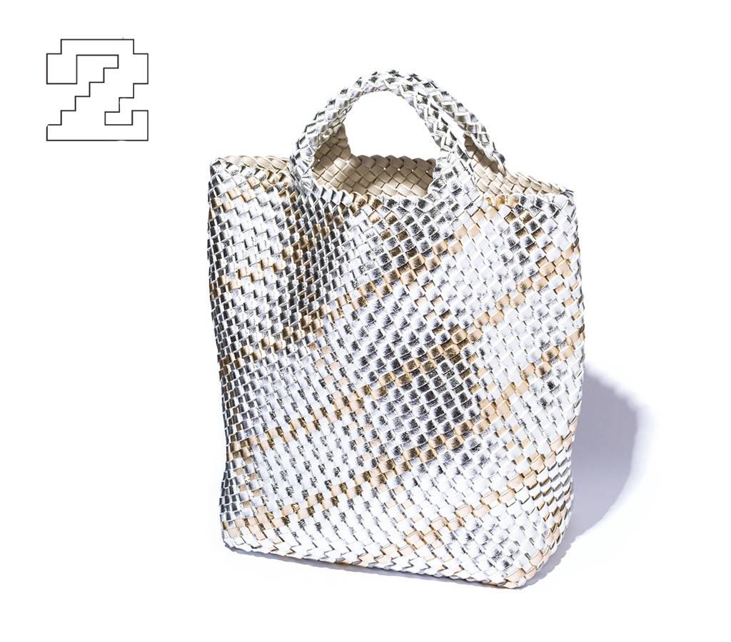 ♯02 遊び心のあるメタリック ×編みデザインが新鮮