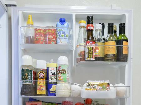 冷蔵庫の中をスッキリさせる「まとめワザ」で食材のムダも解消! [mi-mollet]