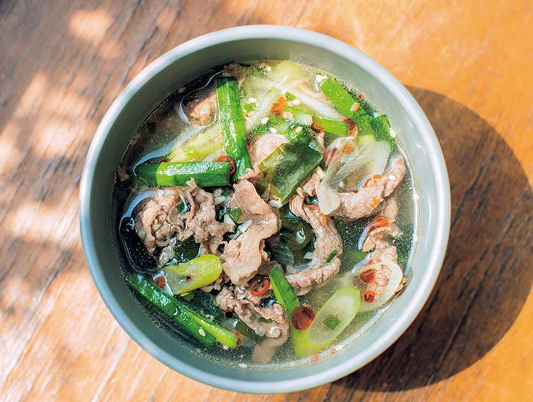 1,牛肉とニラのピリ辛スープ