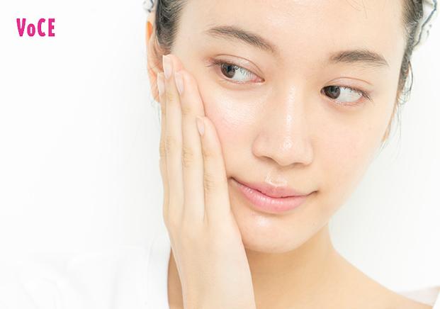 1)レチノール、ビタミンC誘導体配合の化粧品を使う