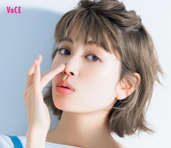 ヘアメイク長井さんが伝授!【毛穴】レスな肌を叶えるメイクテク [VOCE]