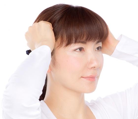 頬骨を引っ込める方法|5STEPのセルフ骨格術で究極の小顔に! [VOCE]