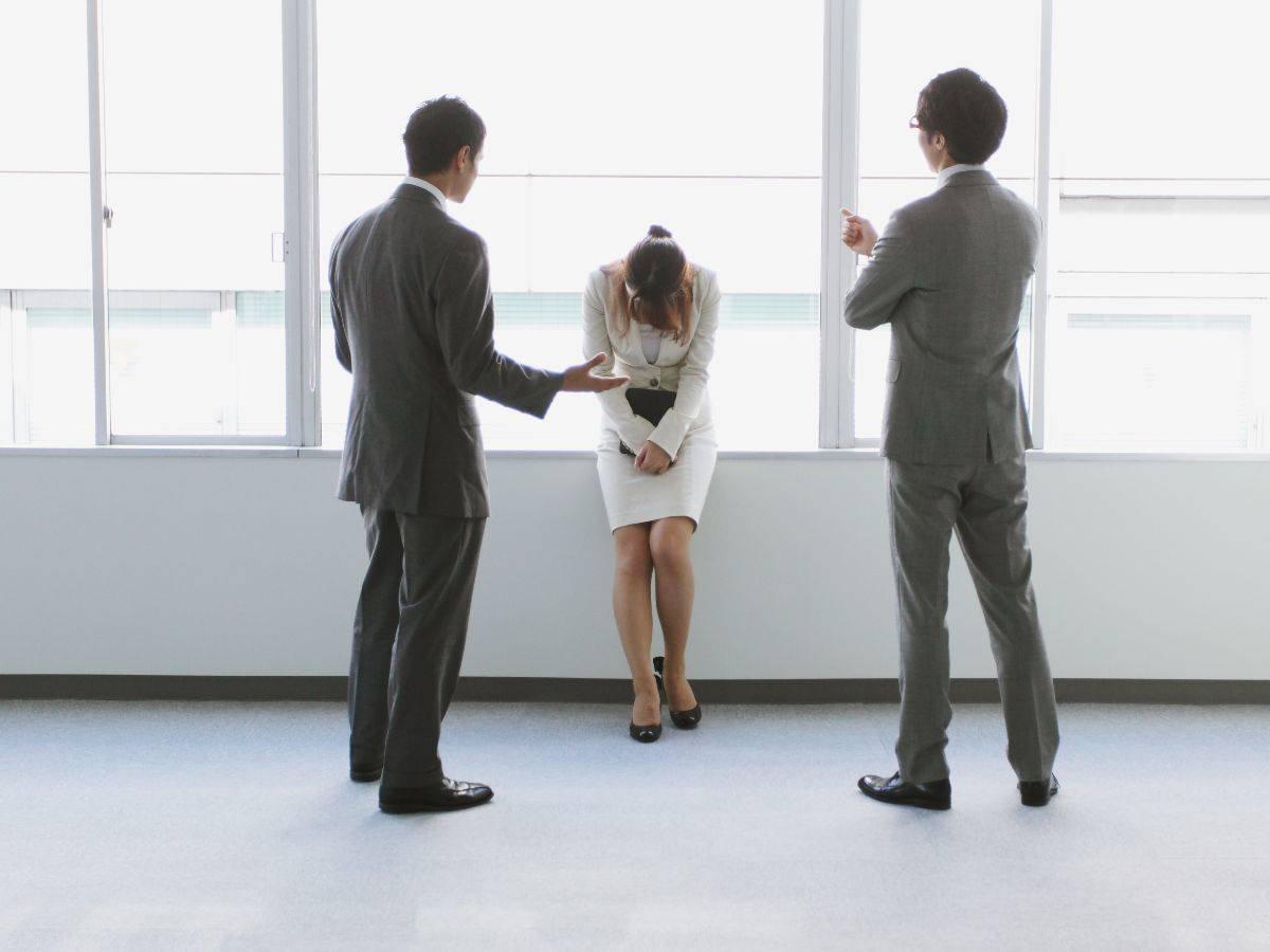 責任転嫁された‼︎ 仕事のミスを他人のせいにする人への対処法は?【OL心理学】  [with]