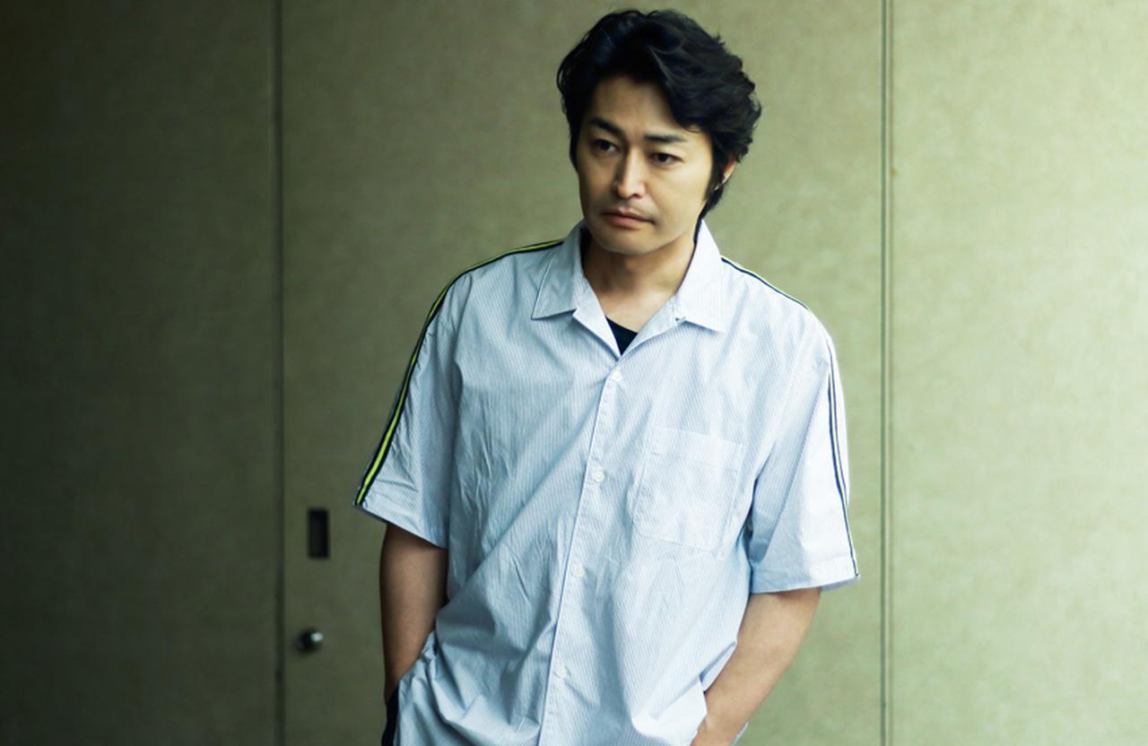 """安田顕「一人の人間を生きることも """"旅"""" のような体験」 [FRaU]"""