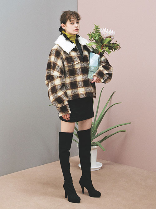 ピンク×チェック柄×ミニスカ♡この秋、絶対可愛いemmaのガーリーコーデ   [ViVi]