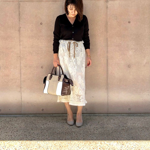 秋にぴったりの「ニット×スカート」。大人におすすめのニットはこれ   [mi-mollet]