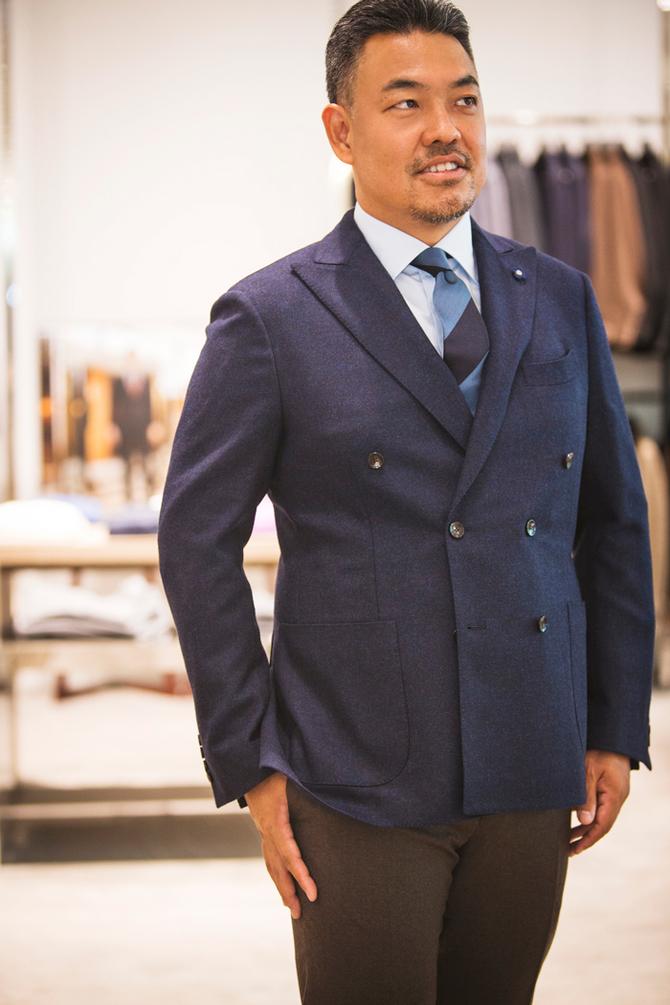 ダブルブレストのジャケットは、大人の貫禄と今っぽさが両方叶うアイテム