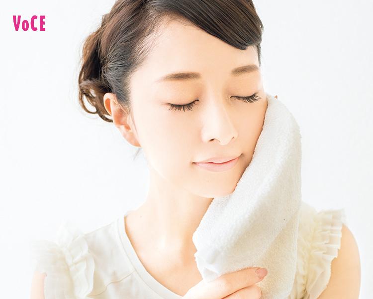 【夜クレンジング】水分オフはこすらず、そっとタオルを当てる